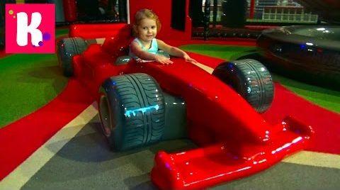 Видео Катя в Дубаи /День#9 / идём на детскую площадку в Ferrari World