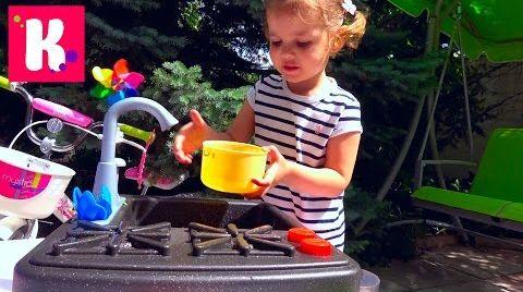 Видео Катя варит суп и едет на велосипеде за зеленью / Новая плита с краном и водой / микро ВЛОГ