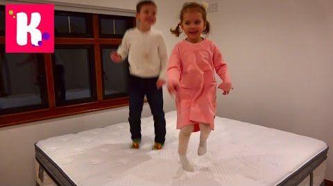 Видео Катя выбирает мебель для комнаты Принцессы / Рум Тур / яйца динозавров в шоколаде