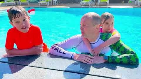 Видео Кто последний покинет бассейн получит 1000$