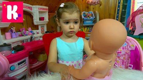 Видео Кукла Беби Борн и одежда с обувью / купаем куклу / Baby Born
