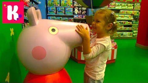 Видео Купили гигансткую Barbie /Свинка Пеппа поцеловала Катю / Куклы Машинки и миллионы игрушек в Hamleys