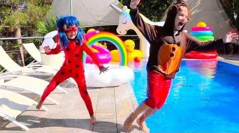 Видео Леди Баг и FNAF Фредди утопили планшет Макса в бассейне