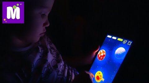 Видео Летим в Лондон Играем в игры на планшете Открываем паровозики и крокодила кусачку Кушаем сладости