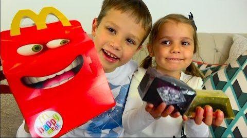 Видео LOL против Slither iO Челлендж / Мальчики против девочек на машинах / Challenge на скорость
