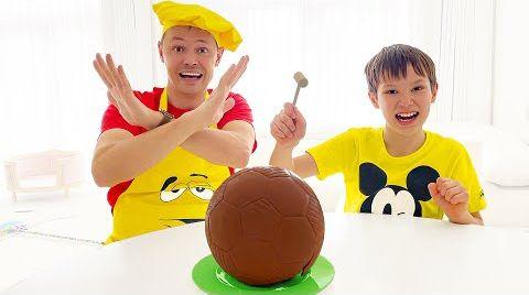 Видео Макс хочет себе большой шоколадный мяч