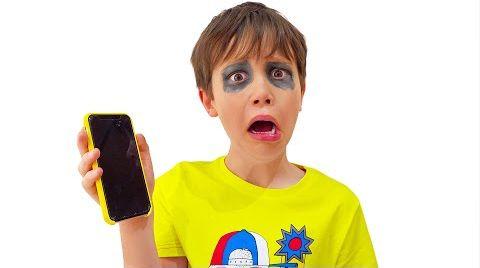 Видео Макс и его игры на смартфонах