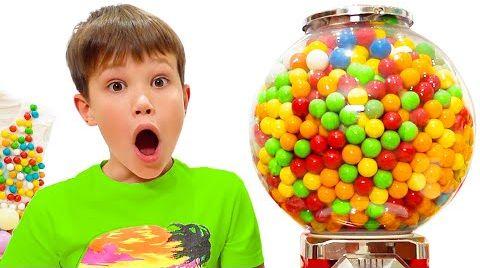 Видео Макс и Катя хотят купить шоколад и конфеты у продавца сладостей