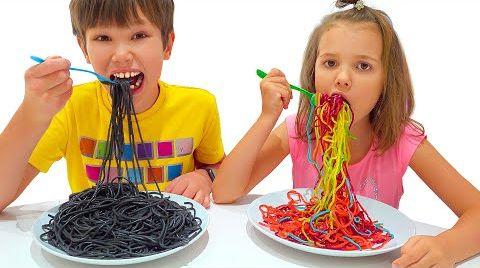 Видео Макс и Катя хотят макароны одинакового цвета