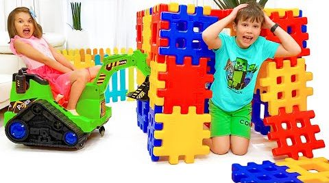 Видео Макс и Катя играют в пирамиды
