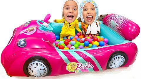 Видео Макс и Катя как куклы и папа с ними играет