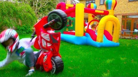 Видео Макс и Катя не поделили игрушки - Naughty children