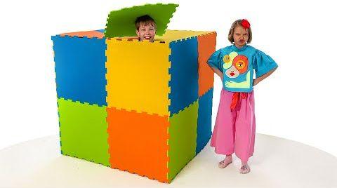 Видео Макс и Катя построили цветной дом из пазлов