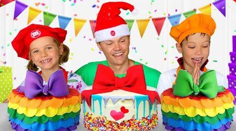 Видео Макс и Катя приготовили торты для папы
