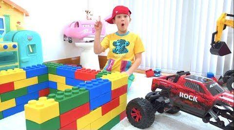 Видео Макс и Катя сами построили игровые домики для детей