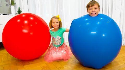 Видео Макс и Катя залезли в огромные шарики