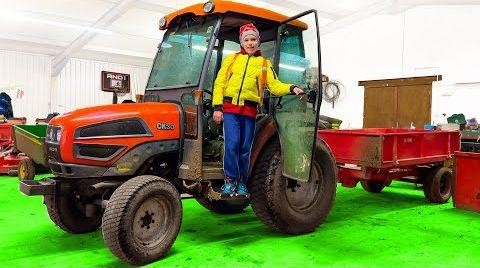 Видео Макс и папа чинят трактор