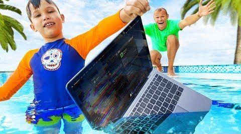 Видео Макс искупал папин MacBook Pro в воде