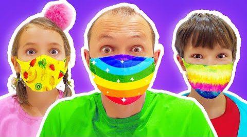 Видео Макс на шоппинге в магазине игрушек в маске