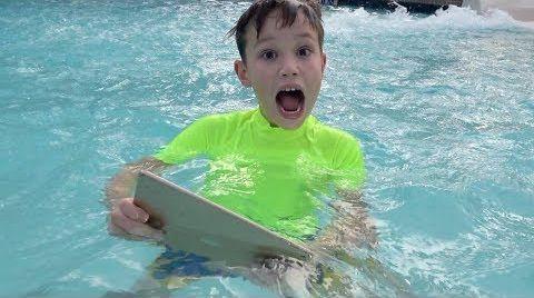 Видео Макс нашел свой iPad в воде