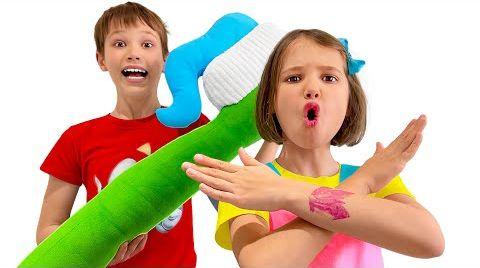 Видео Макс показывает Кате как чистить зубы детям
