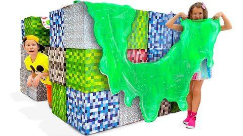 Видео Макс построил игровой дом из кубиков Майнкрафт в реальной жизни