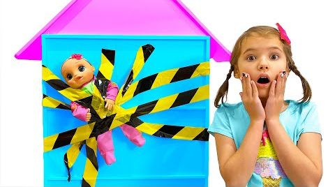Видео Макс прилепил скотчем на стену куклу Кати