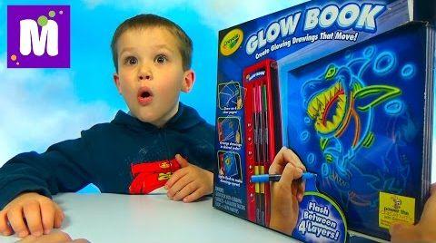 Видео Макс рисует мультики Crayola Glow Book набор  для творчества