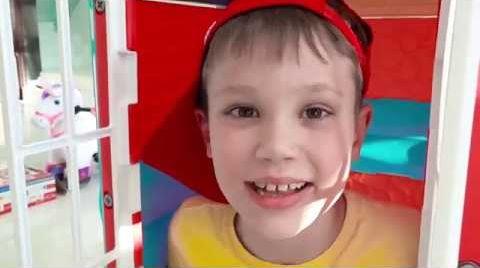 Видео Макс с Катей и их Магические игровые домики