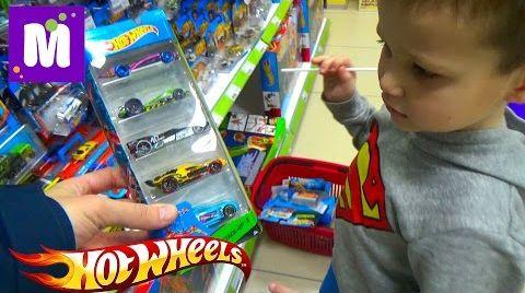 Видео Макс в магазине игрушек покупает 40 моделей машин Хот Виллс