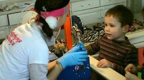 Видео Мастер класс в мастерской карамели Делаем машинку из карамели своими руками