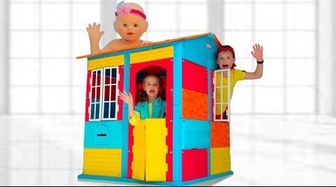 Видео Max build a playhouse with friends