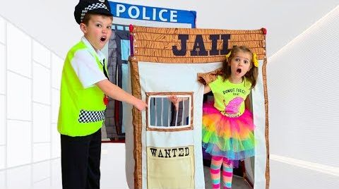 Видео Max go to Toy Jail Playhouse as a Katy pretend cop