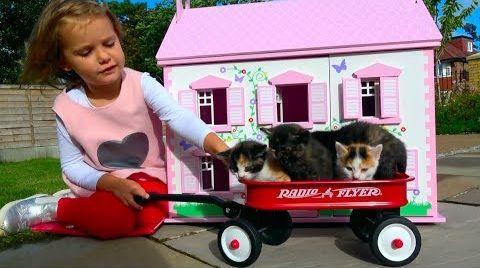 Видео Наши котята в Домике для кукол