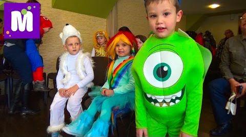 Видео Новогодний утренник в детском саду c Дедом Морозом, конфетой и гигантским питоном