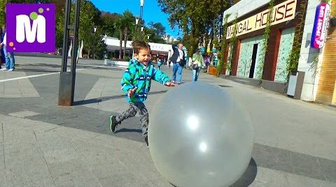 Видео Огромный надувной Шар бабл болл играем на улице