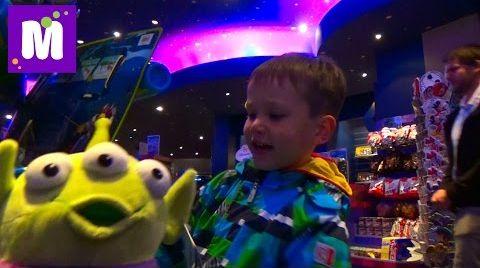 Видео Париж День 2 Диснейленд катаемся в чашках идём к Баз Лайтеру парад Disneyland