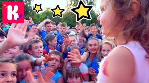 Видео ПЕРВАЯ Встреча с подписчиками в 4 года/ 2000 конфет SNICKERS и ММс для детей от Кати