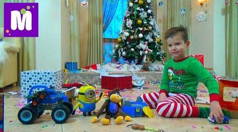 Видео Подарки Максу от Деда Мороза распаковка игрушек под Новогодней ёлкой