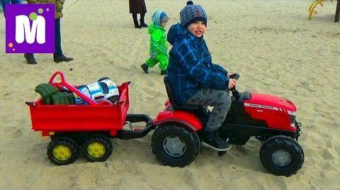Видео Прицеп с бортами катаем игрушки и шарики на тракторе по песку