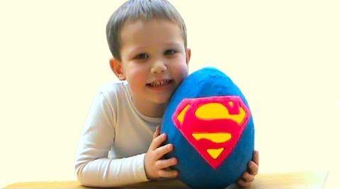 Видео СУПЕРМЕН огромное яйцо с сюрпризом открываем игрушки SUPERMAN