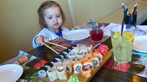 Видео Сушия - кушаем роллы и суши