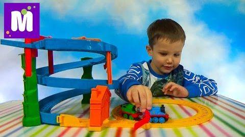 Видео Томас и друзья перегонки с Перси набор трассы с паровозиками
