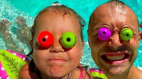 Видео Toys Hunt / Ищем Игрушки по дому / ЧЕЛЛЕНДЖ с игрушками в пакетах
