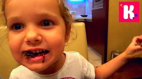 Видео ВЛОГ Катя съела скорпиона/ Зоопарк и Панды/ /Пробуем Китайские тараканы и саранчу на вкус